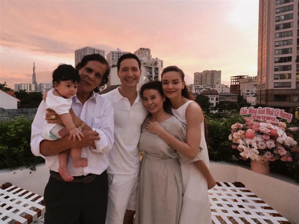 Đại gia đình không có gì ngoài con cháu của Hồ Ngọc Hà-3