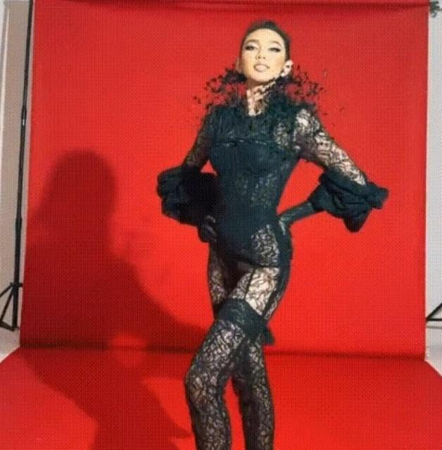 Thùy Tiên sửa sai bằng clip catwalk cực cháy với nội y ren-1
