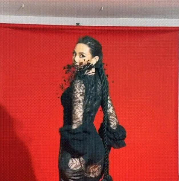 Thùy Tiên sửa sai bằng clip catwalk cực cháy với nội y ren-2