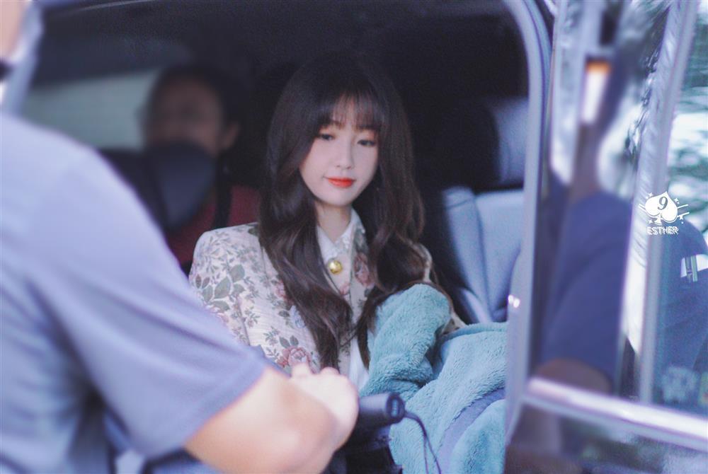 Ngu Thư Hân hết cosplay Jennie lại đến học lỏm Lisa y như con vẹt-1