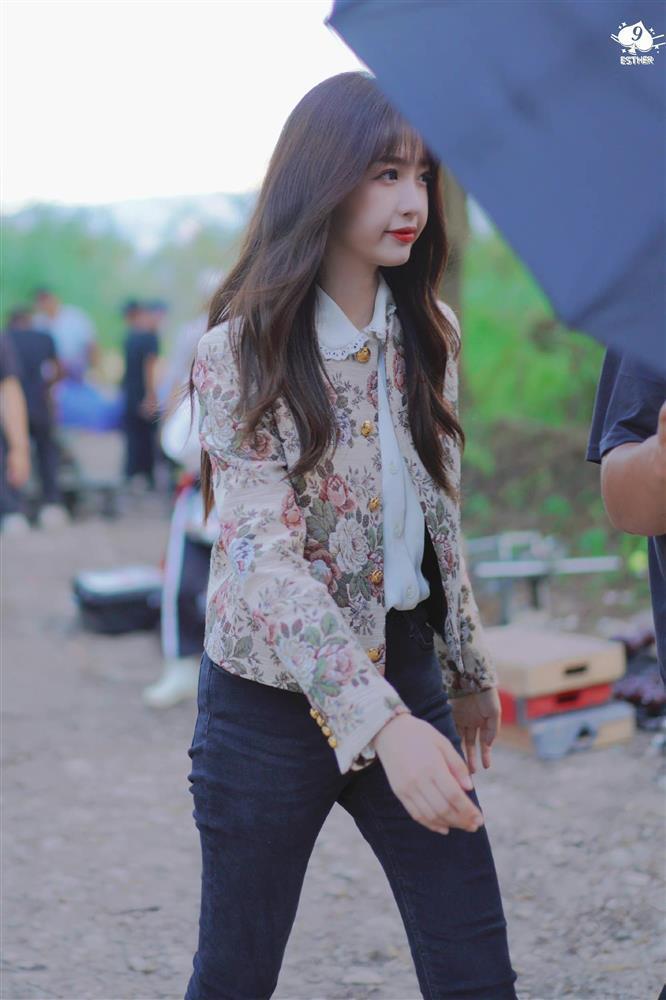 Ngu Thư Hân hết cosplay Jennie lại đến học lỏm Lisa y như con vẹt-3