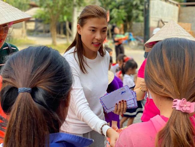 Nữ đại gia chất vấn từ thiện Thúy Diễm - Lương Thế Thành-6