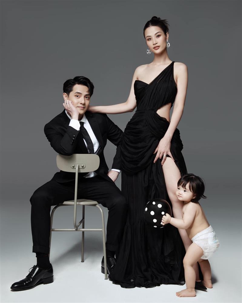 Bộ ảnh gia đình Đông Nhi bị soi đạo ý tưởng nước ngoài-2