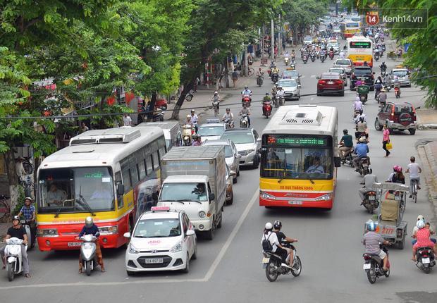Hà Nội cho phép xe buýt, xe taxi được hoạt động từ 6h ngày 14/10-1