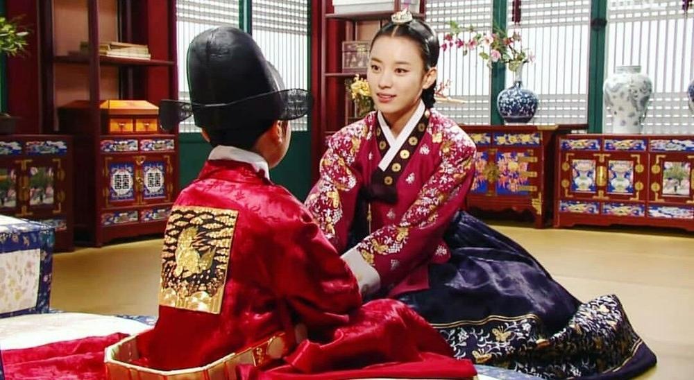 Han Hyo Joo tái xuất vẫn bị đay nghiến về scandal của em trai-7