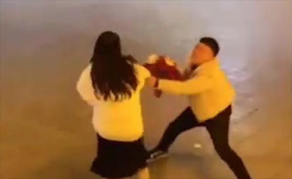 Vất vả nuôi bạn gái đi học, chàng trai bị đá ngay sau lễ tốt nghiệp-2