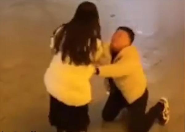 Vất vả nuôi bạn gái đi học, chàng trai bị đá ngay sau lễ tốt nghiệp-3