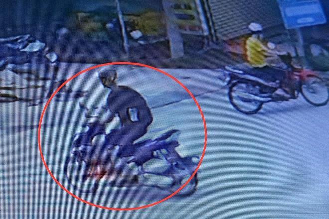 Tài xế GrabBike bị đâm trọng thương, cướp xe giữa ban ngày-2