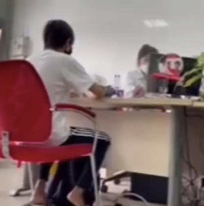 2 mẹ con Hồ Văn Cường chỉ mặc 1 cái áo trong suốt 10 ngày-6