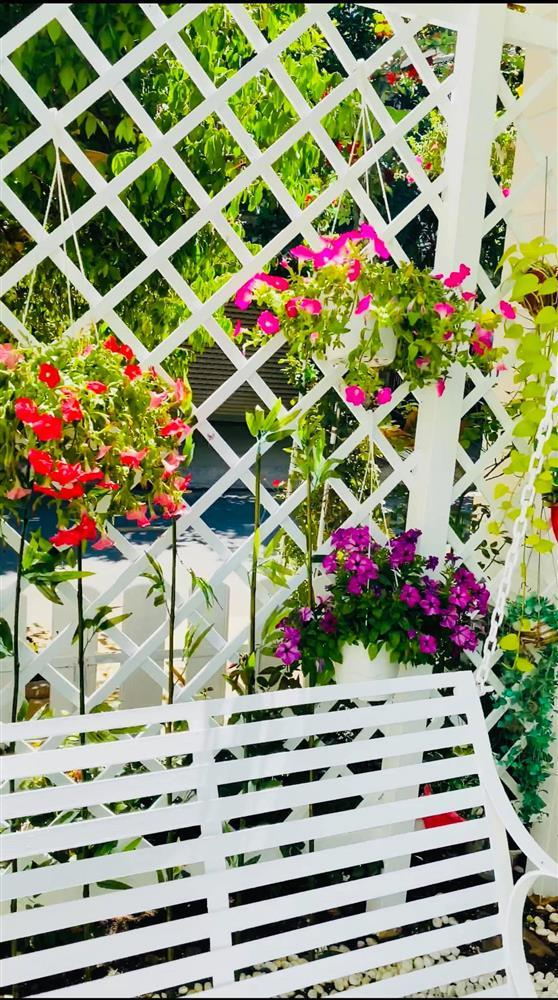 Vy Oanh khoe cận cảnh biệt thự ngập sắc hoa chồng tặng-9