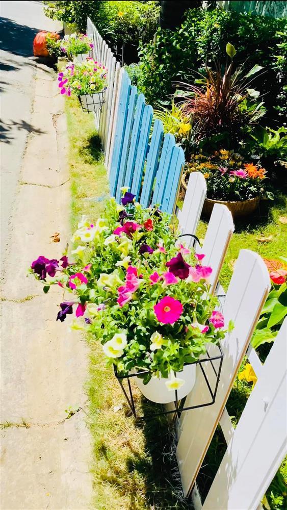 Vy Oanh khoe cận cảnh biệt thự ngập sắc hoa chồng tặng-14