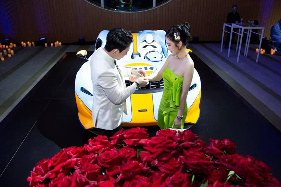 Minh Nhựa khoe ảnh tình tứ bên vợ cùng siêu xe trăm tỷ-9