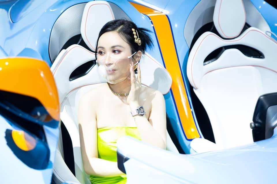 Minh Nhựa khoe ảnh tình tứ bên vợ cùng siêu xe trăm tỷ-3