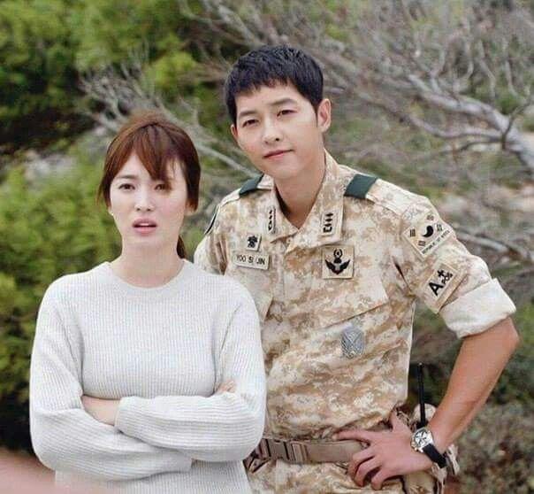 Song Hye Kyo và dàn tình trẻ màn ảnh: Song Joong Ki hợp mà toang-1