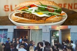 Loạt bánh mì Việt nổi tiếng trời Tây, khách xếp hàng dài chờ đến lượt