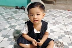 Clip: Công an tìm kiếm cháu bé 2 tuổi mất tích bí ẩn ở Bình Dương
