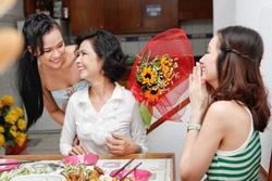 Ngày Phụ Nữ Việt Nam 20/10 tưởng đã cũ hóa ra nhiều người vẫn lạ