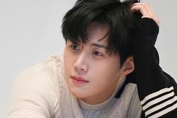 Các thương hiệu rục rịch quay lưng Kim Seon Ho vì scandal