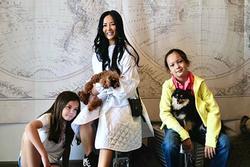 Diva Hồng Nhung và 2 con sinh đôi về nhà mới
