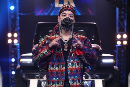 Giám khảo và thí sinh chuộng đeo vòng cổ xích tại Rap Việt