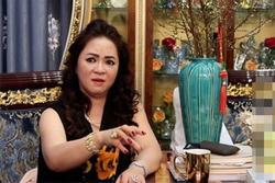 Bà Phương Hằng tuyên bố sẽ làm rõ chuyện bị hành hung ở công an