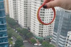 Hành động thiếu ý thức của cô gái trên chung cư cao tầng ở Hà Nội