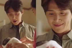 Kim Seon Ho lạnh lùng bỏ con ngoài đời nhưng lên phim lại diễn cực ngọt