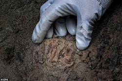 Sự thật sốc về người đàn ông màu đỏ ở 'thành phố hóa đá' 2.000 tuổi