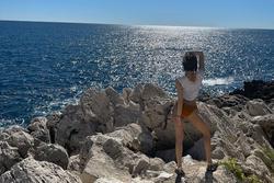 Lisa 'xả ảnh' mặc bikini trên đất Pháp, phô diễn vòng 3 cực phẩm