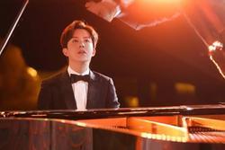 'Hoàng tử piano' Lý Vân Địch bị tóm gọn mua dâm tại trận