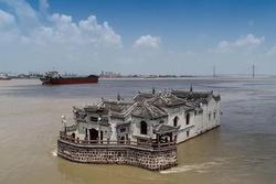 Bí ẩn ngôi chùa đứng vững bất chấp đại hồng thủy suốt 700 năm
