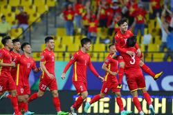 Khán giả mua vé 'giá chát' xem tuyển Việt Nam trên sân Mỹ Đình