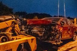 Hà Nội: 5 xe va chạm liên hoàn, nạn nhân văng từ mặt đường xuống đê