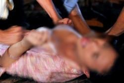 Chấn động: Thiếu nữ bị bố đẻ và 27 gã biến thái cưỡng hiếp
