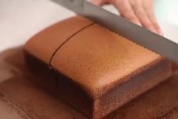 Mẹo làm bánh bông lan chocolate mềm thơm