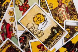Bói bài Tarot từ 25/10 đến 31/10/2021: Xuất hiện chân ái cuộc đời