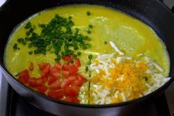 Cách làm trứng ốp lết phô mai, cà chua cho bữa sáng