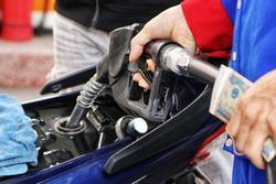 Giá xăng tăng lên mức cao nhất trong hơn 7 năm
