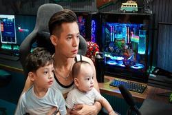 Con trai mải chơi 'gặp nạn', vợ streamer Độ Mixi bình tĩnh nói 4 từ