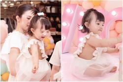 Hết cho ở trần, Đông Nhi lại bị chỉ trích vì để con gái nhỏ mặc hở hang