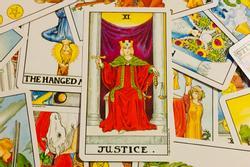 Bói bài Tarot thứ 5 ngày 28/10/2021: Kiệt sức vì đủ thứ việc không tên
